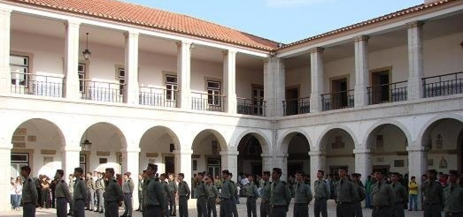 AGU discorda de PGR e defende cobrança de mensalidade em colégios militares