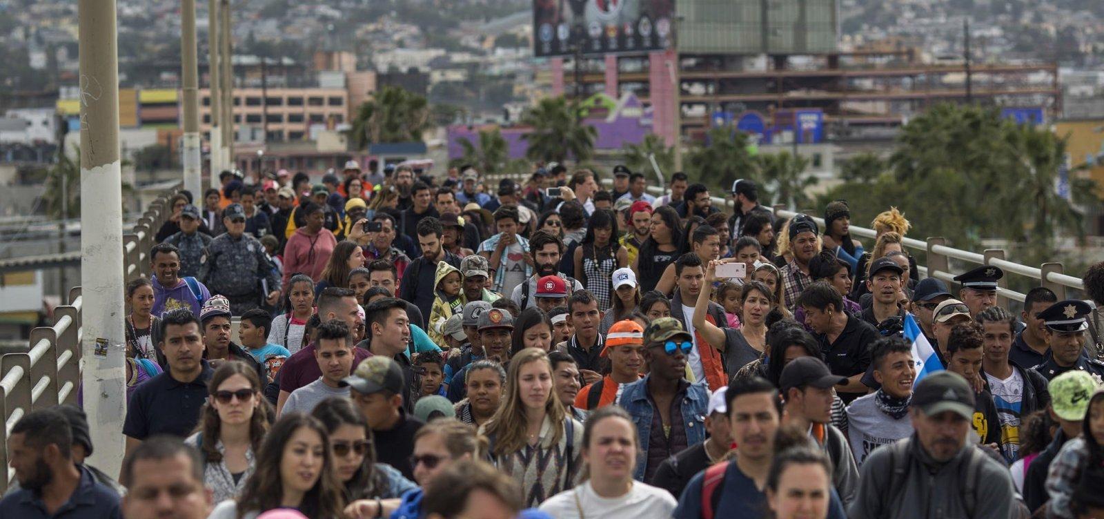 WhatsApp e Facebook aumentam adesão a caravana que segue para os EUA