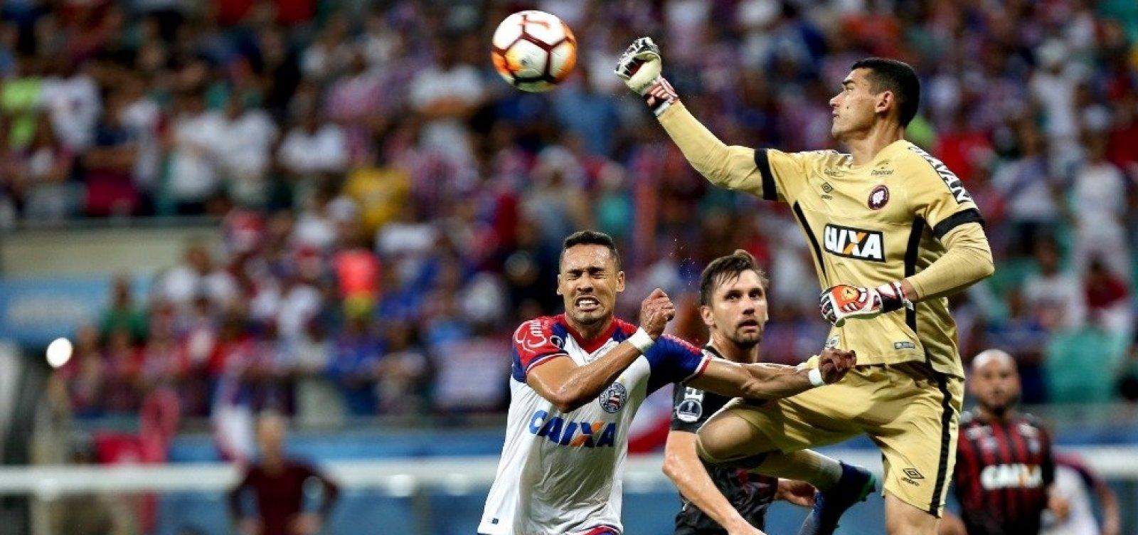VAR rouba a cena e Bahia perde para o Atlético-PR por 1 a 0 na Sul-Americana