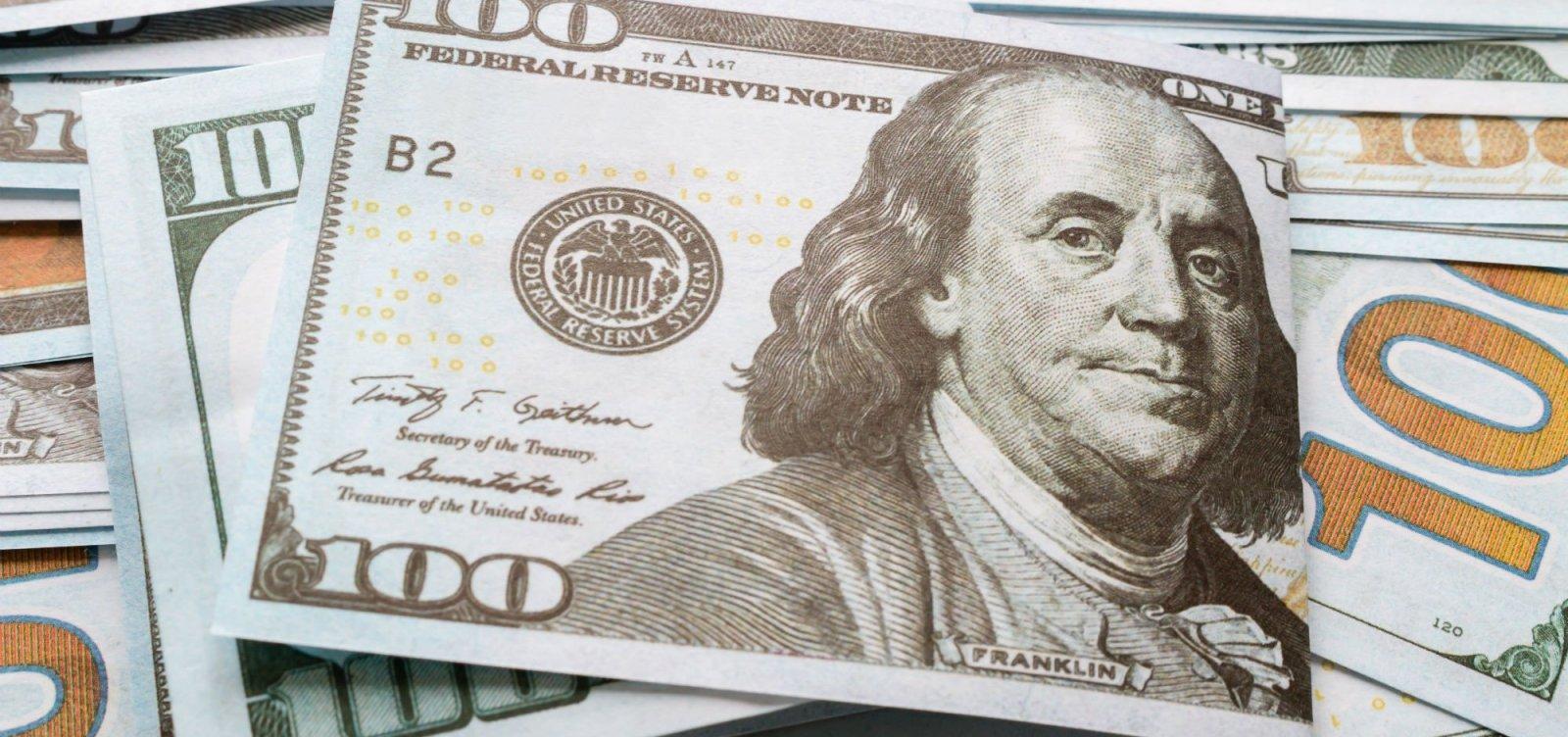 Antes do 2º turno, dólar fecha no patamar mais baixo desde maio