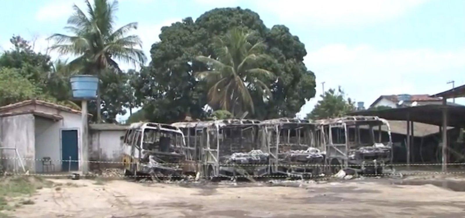 Quatro ônibus escolares são incendiados em Amélia Rodrigues