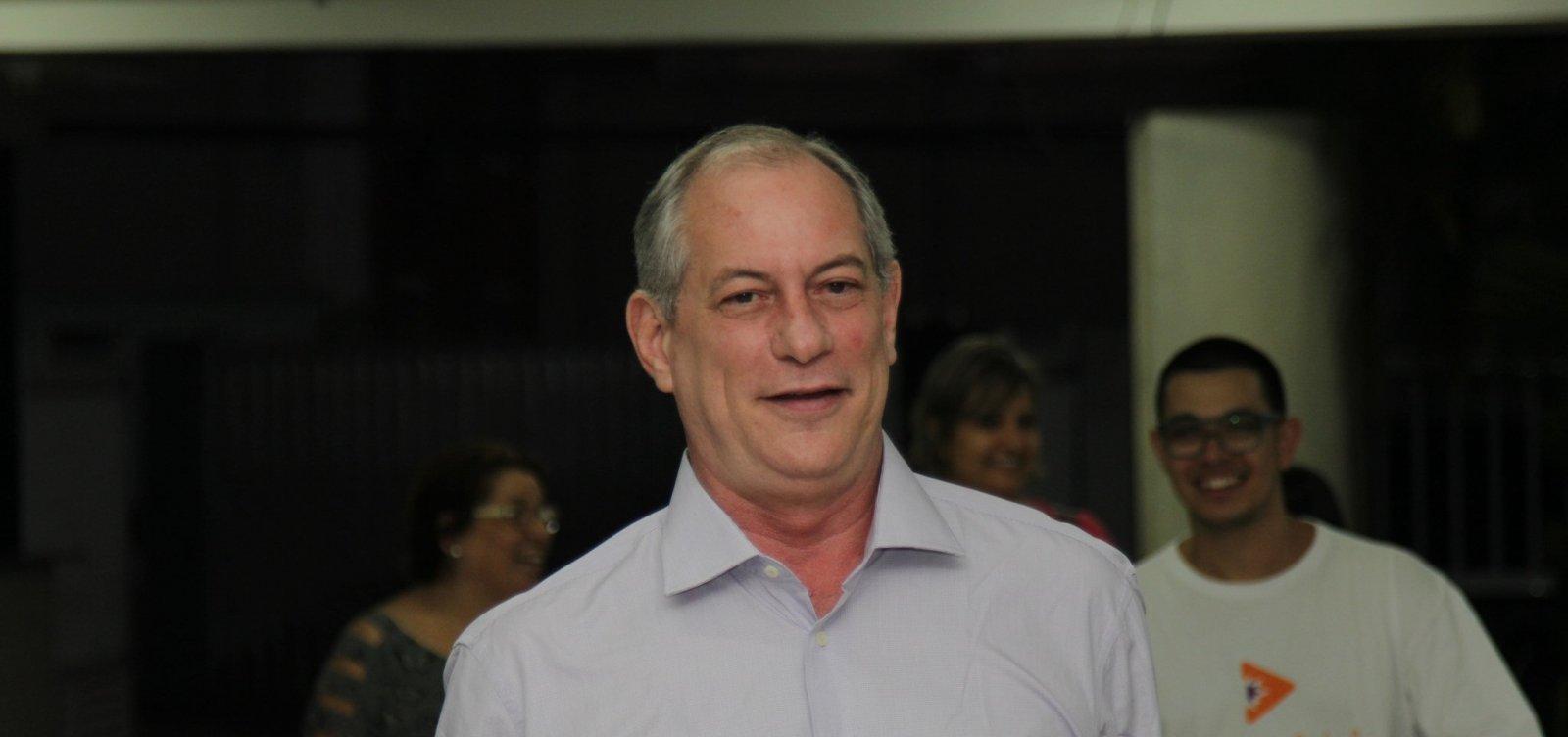Ciro Gomes vota e afirma não querer fazer campanha para o PT 'nunca mais'