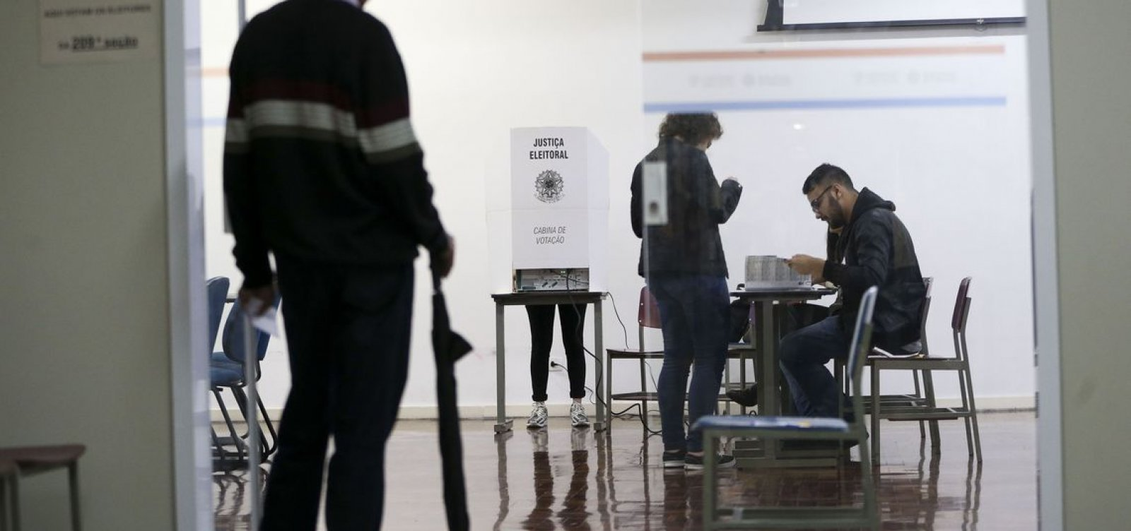 Justiça decreta prisão de eleitor que filmou voto e agrediu mesária