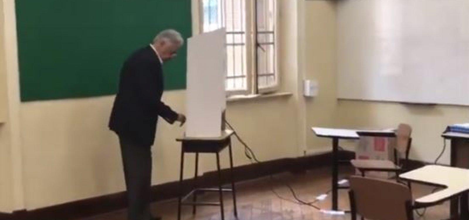 Câmera flagra FHC votando em França e Haddad; veja vídeo