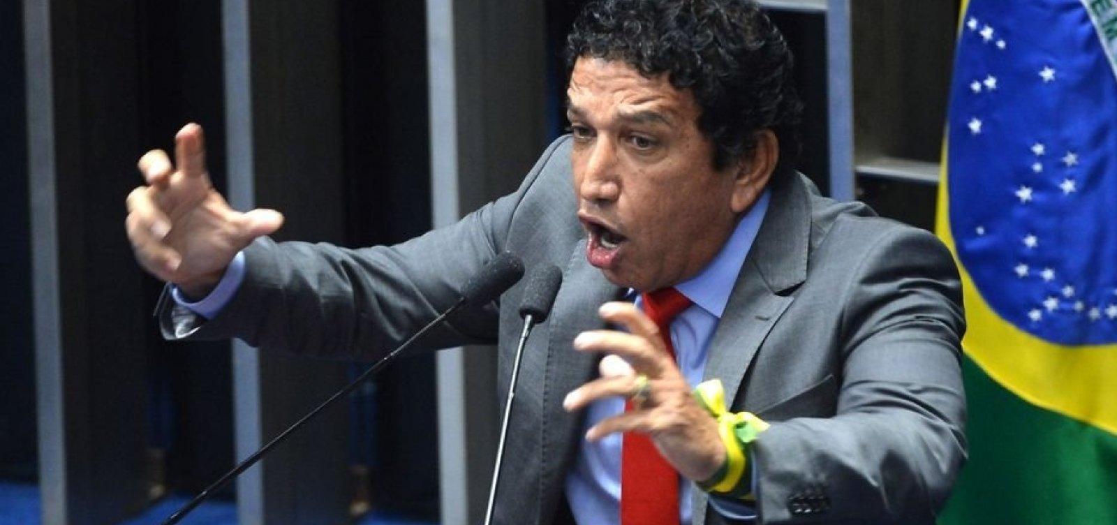 Magno Malta diz que Brasil é cristão e que posse de arma será liberada em 2019