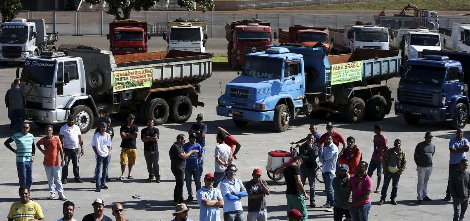 Um dia após as eleições, caminhoneiros se manifestam em Goiás