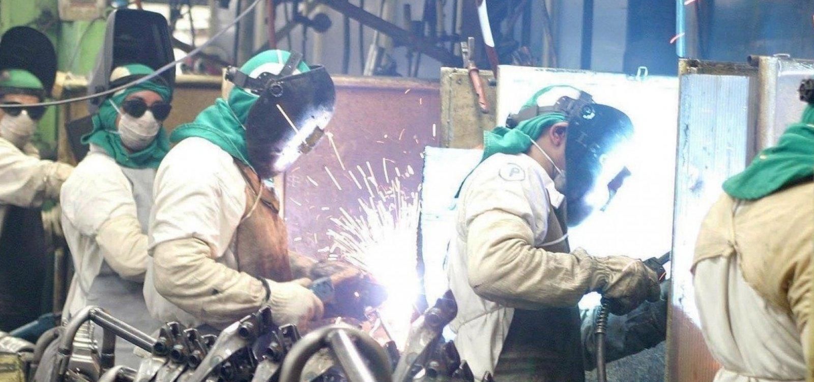 Confiança da indústria recua 2 pontos em outubro, segundo FGV