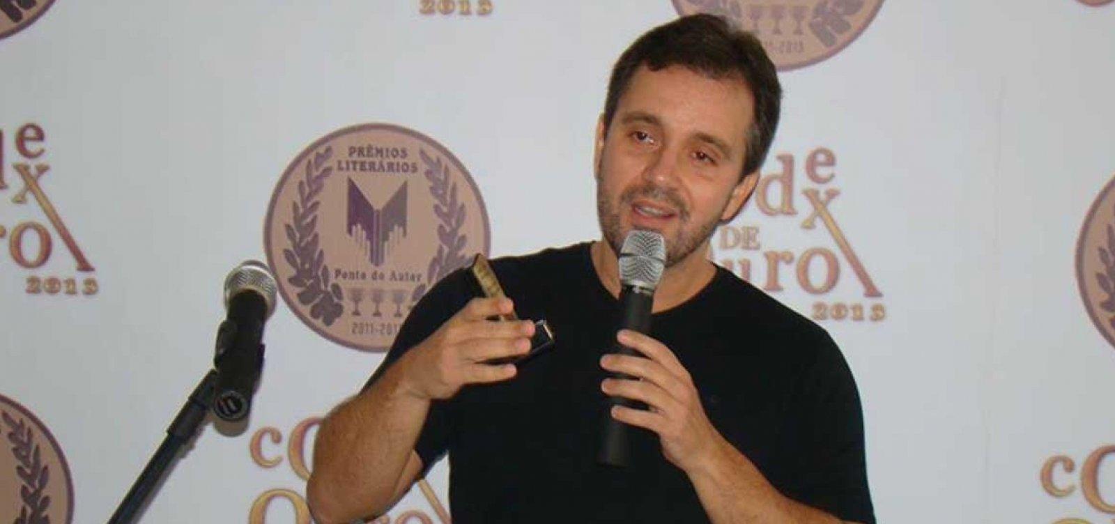 Bolsonaro aparece como 'herói' contra o petismo, analisa jornalista