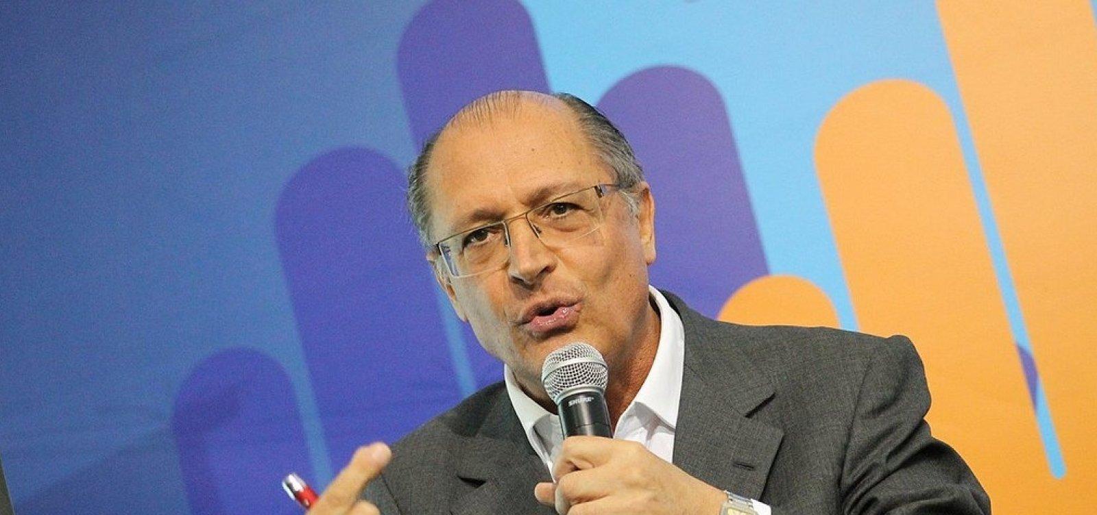 Alckmin defende Folha de São Paulo e diz que Bolsonaro 'começou mal'