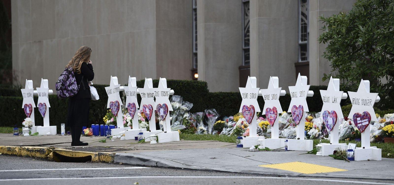 Acusado por ataque em sinagoga nos EUA diz ser inocente