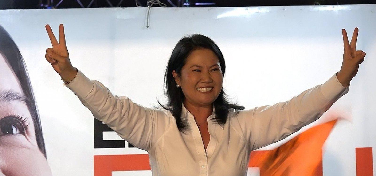 Keiko Fujimori é levada para prisão no Peru