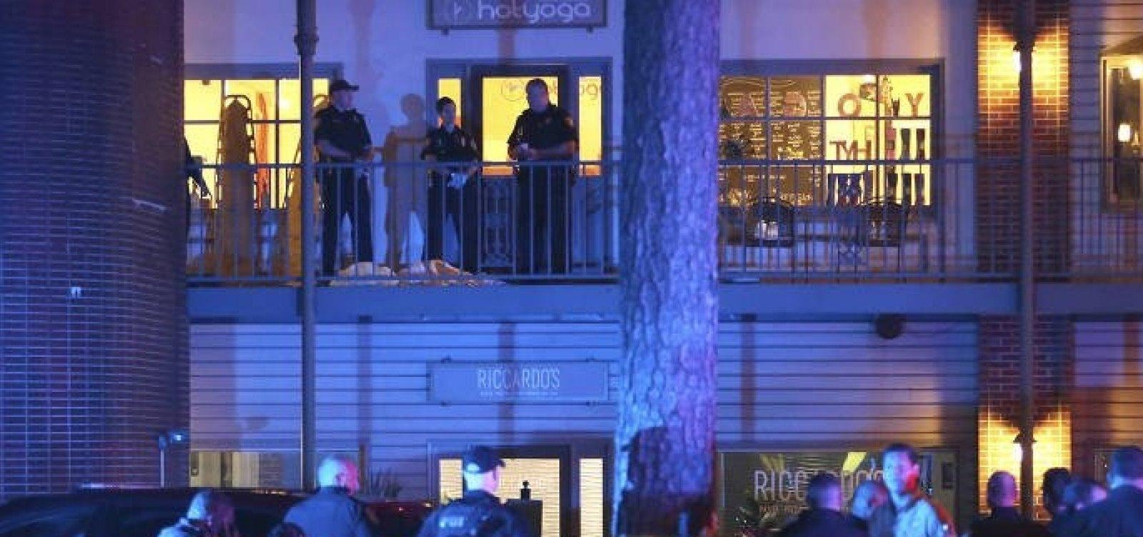 Homem armado mata duas pessoas e fere outras cinco em salão de ioga na Flórida