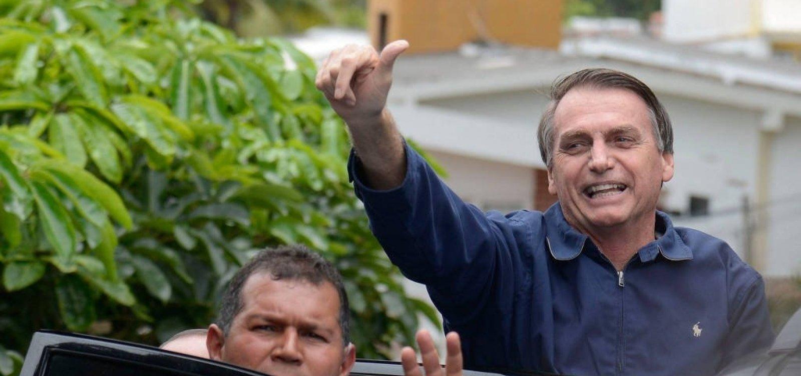 Bolsonaro ameaça romper relações diplomáticas com Cuba
