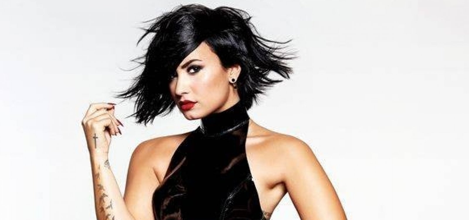 Após três meses, Demi Lovato deixa clínica de reabilitação
