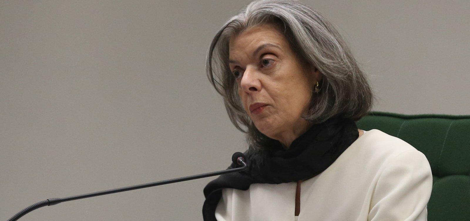 Mundo vive mudança 'perigosamente conservadora', diz Cármen Lúcia