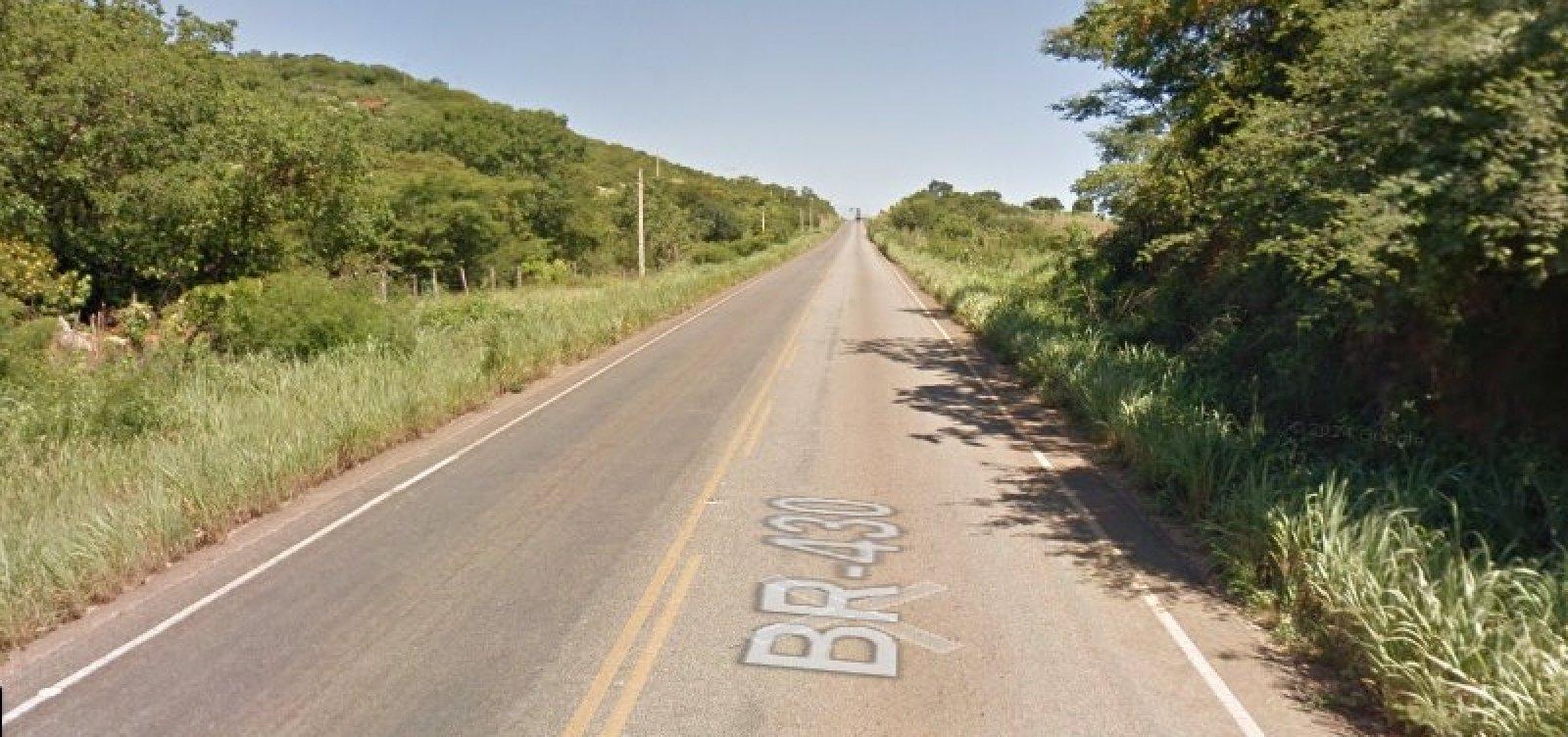 Jovem que voltava do Enem morre e outro fica ferido após colisão com ônibus na Bahia