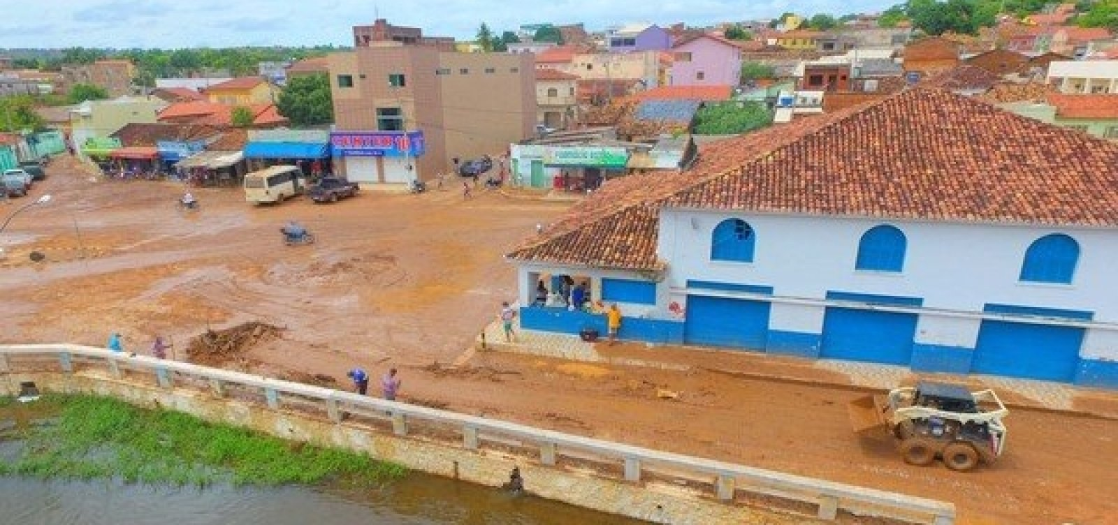 Prefeitura de Correntina decreta situação de emergência após fortes chuvas