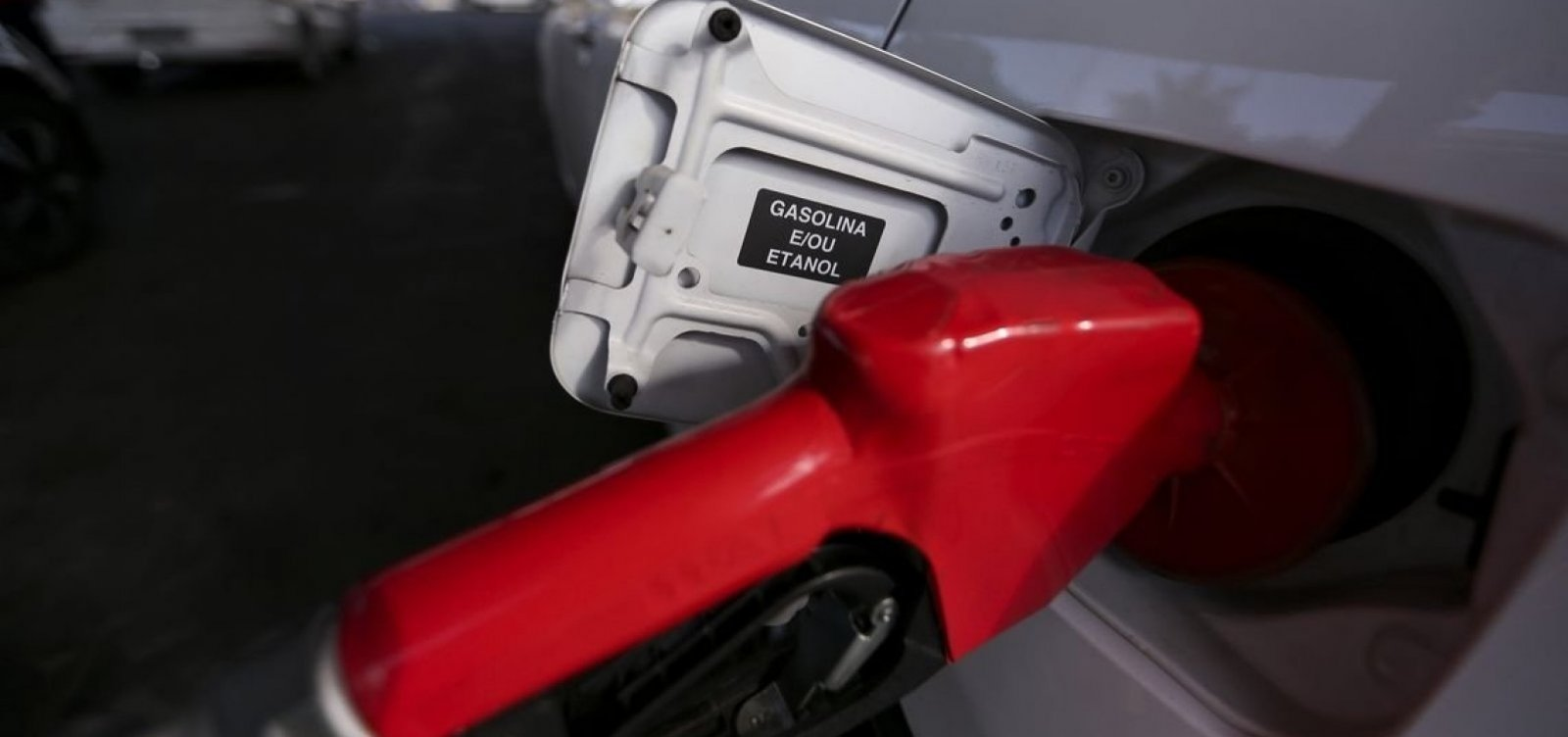 Preço da gasolina cai 1,32% nas refinarias, segundo Petrobras
