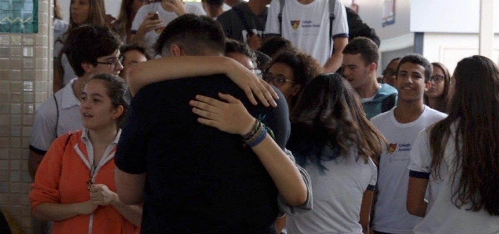 Alunos do Colégio Antônio Vieira fazem manifestação em apoio a professores; veja vídeo