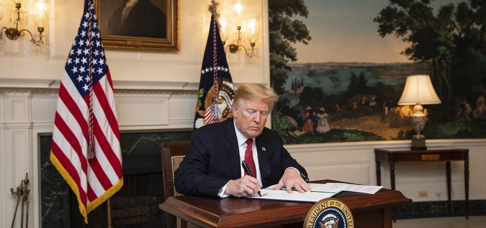 Trump assina ordem imigratória que impedirá imigrantes ilegais de pedir asilo