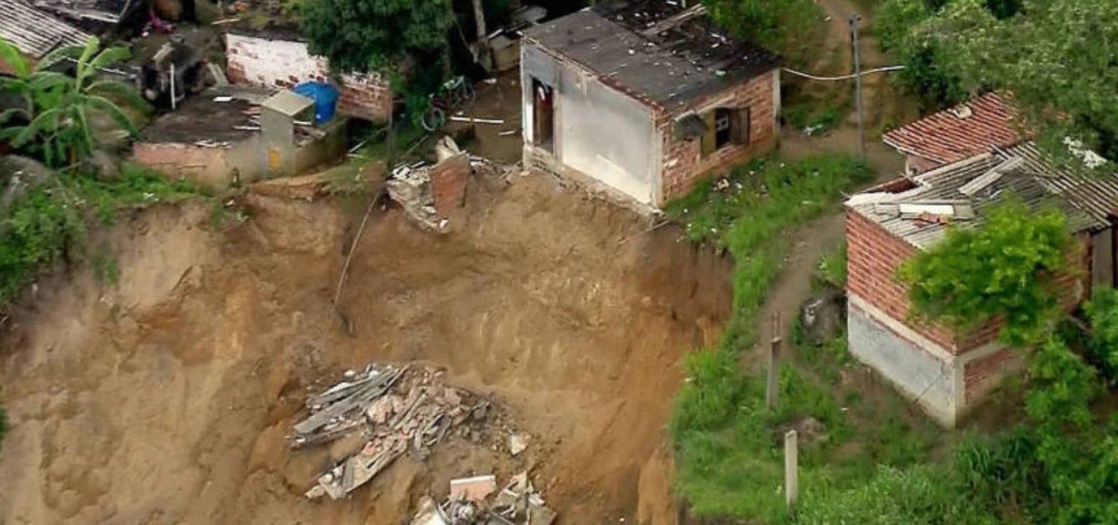 Deslizamento de terra mata três pessoas em Niterói, no RJ