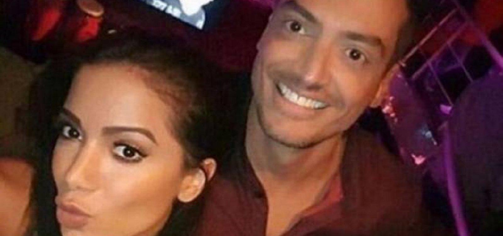 'Gosta muito de transar a três', revela Leo Dias sobre Anitta