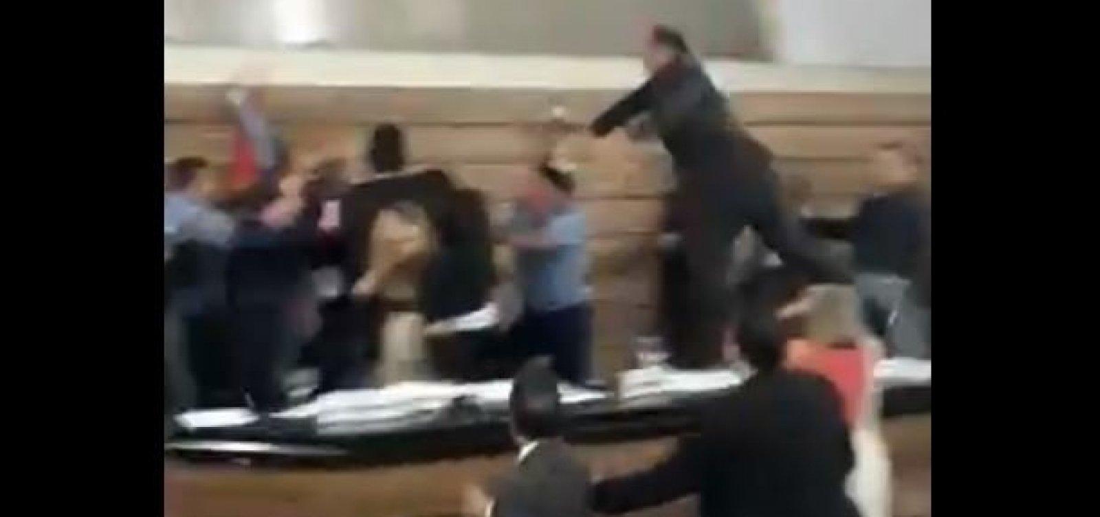 Eleição na Câmara de Macapá termina em briga generalizada; veja vídeo