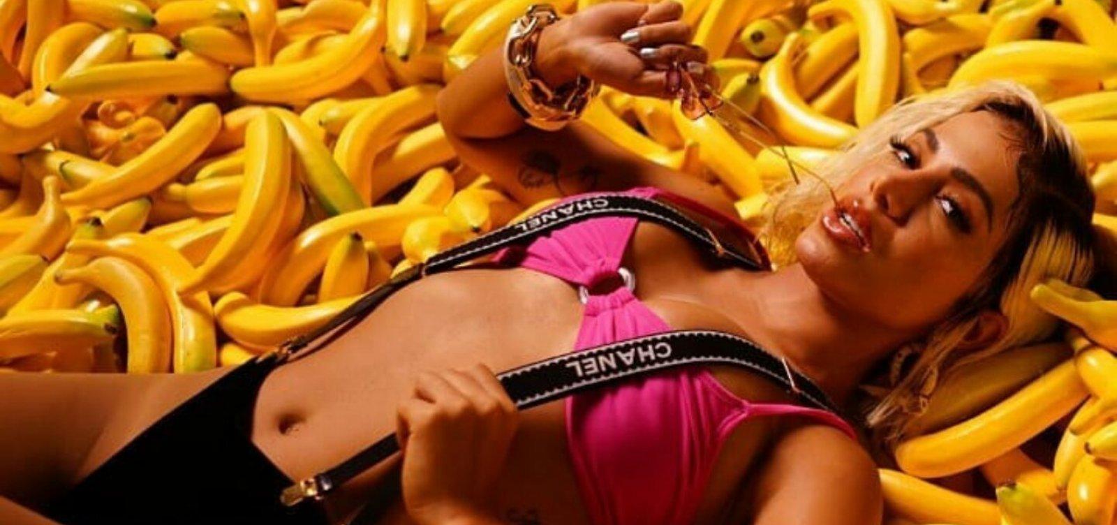 Metrópole ouviu CD novo de Anitta que vazou; ela brilha, mas não empolga