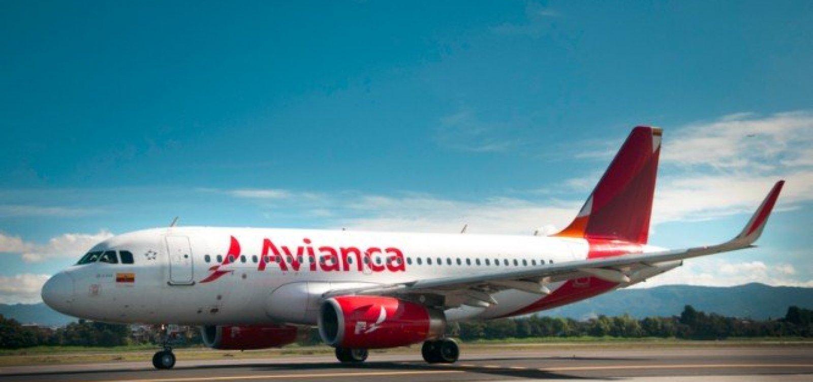 Passageiros deixam avião após oficial de Justiça impedir voo por dívidas da Avianca
