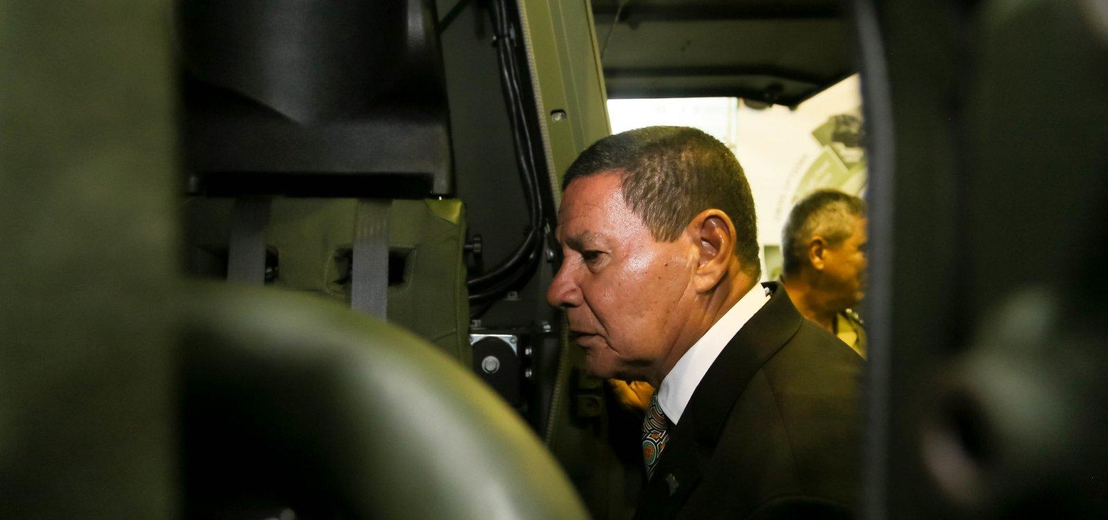 Ex-estrategista de Trump critica Mourão: 'Deveria renunciar e ir para a oposição'