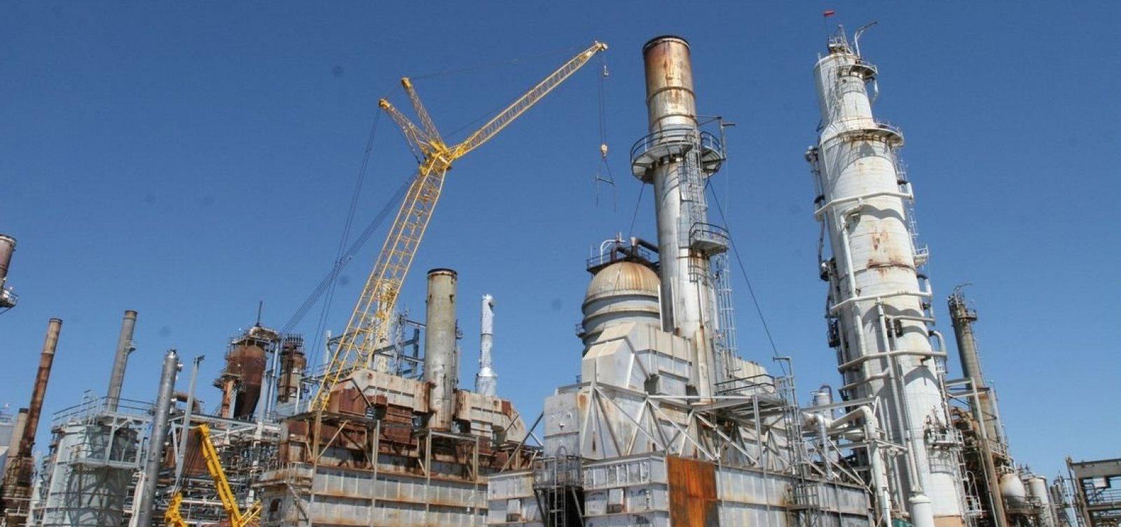 Preço da gasolina nas refinarias aumenta R$ 0,10