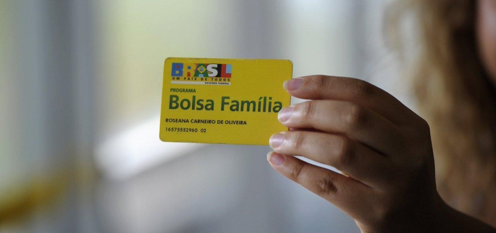 Ao justificar 13º do Bolsa Família, Bolsonaro cita caso de fraude descoberta no governo Lula