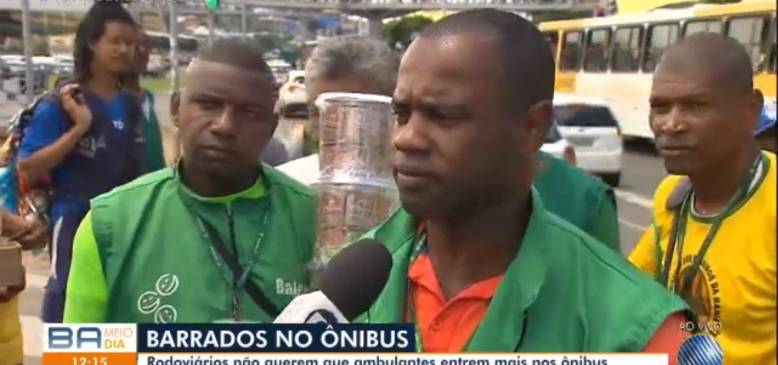 Baleiros protestam contra proibição de entrar em ônibus