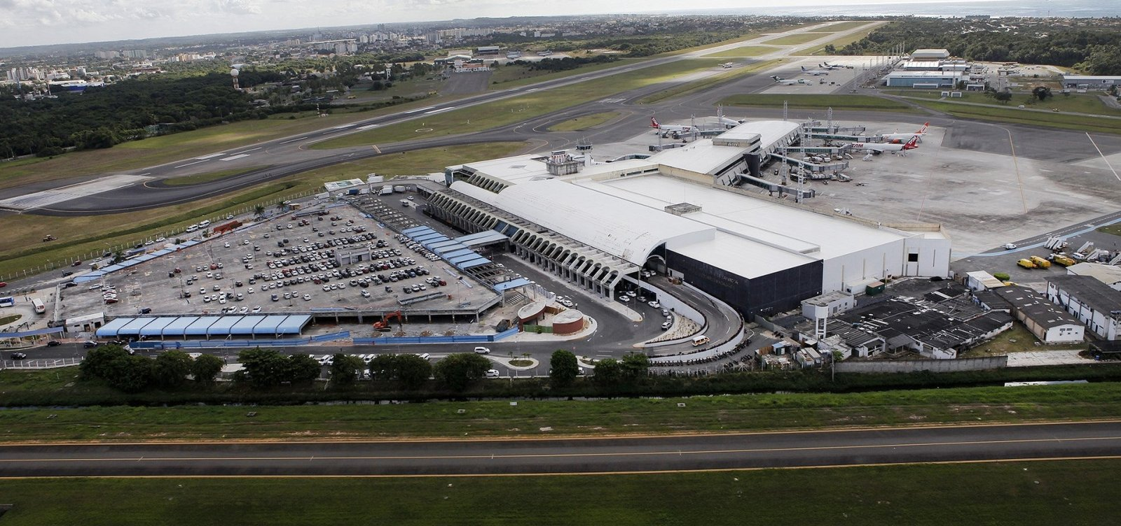 Aeroporto de Salvador autoriza decolagens de aviões da Avianca