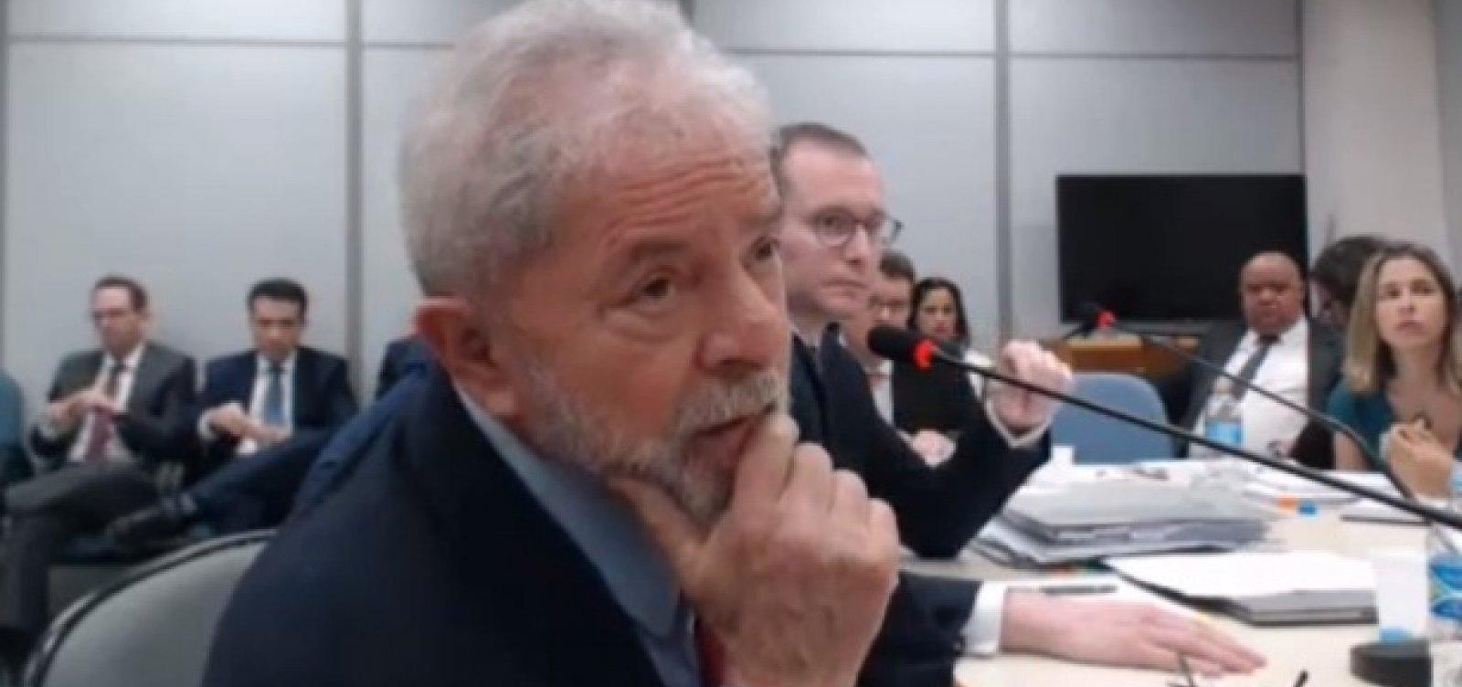 Lula fica em silêncio durante audiência na PF