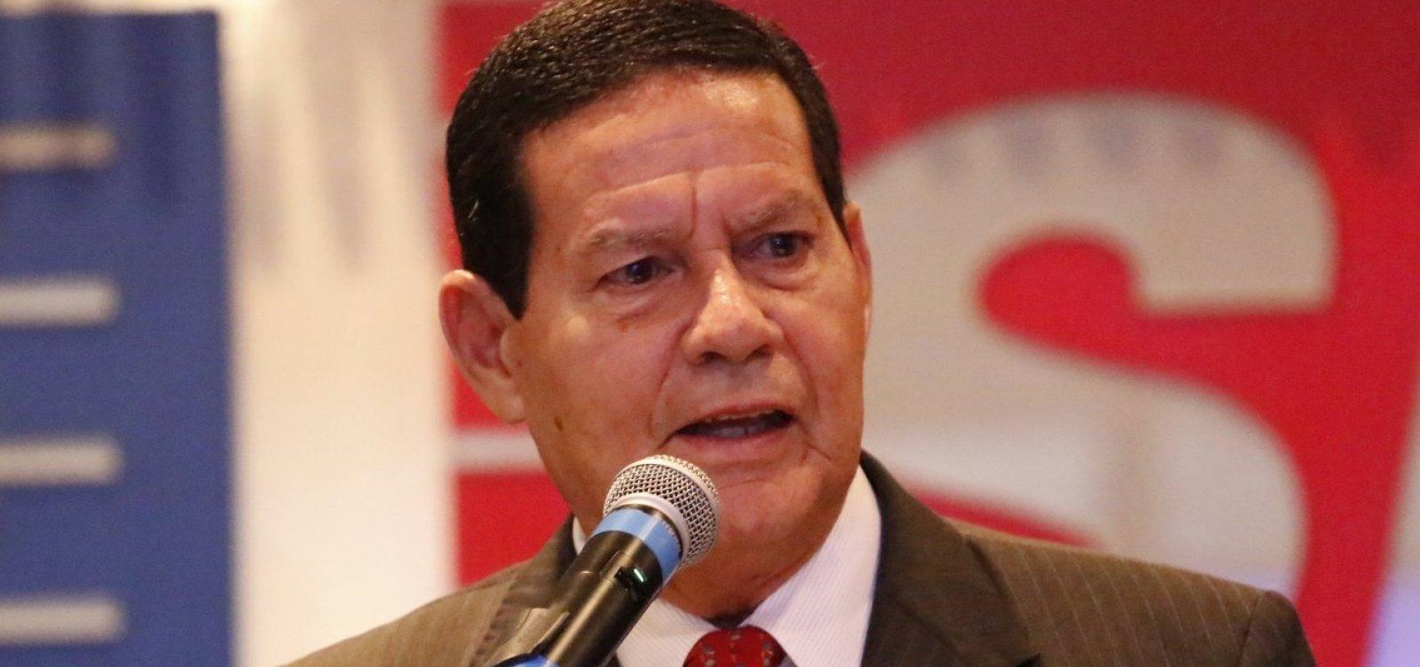 Mourão minimiza poder de Olavo no governo: 'não tem essa influência'