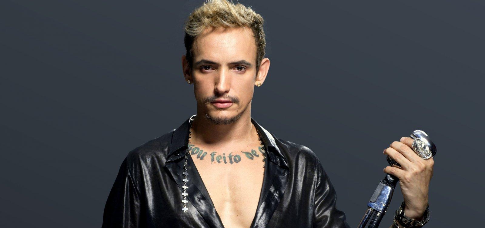 Cantor Ricky Vallen faz show intimista em Salvador