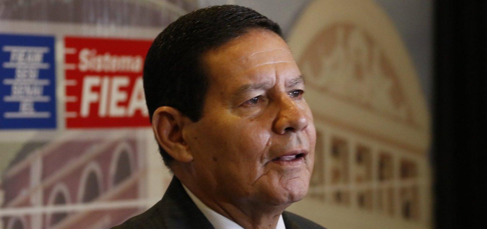 Mourão diz que 'conta' irá para as Forças Armadas se Bolsonaro 'errar demais'