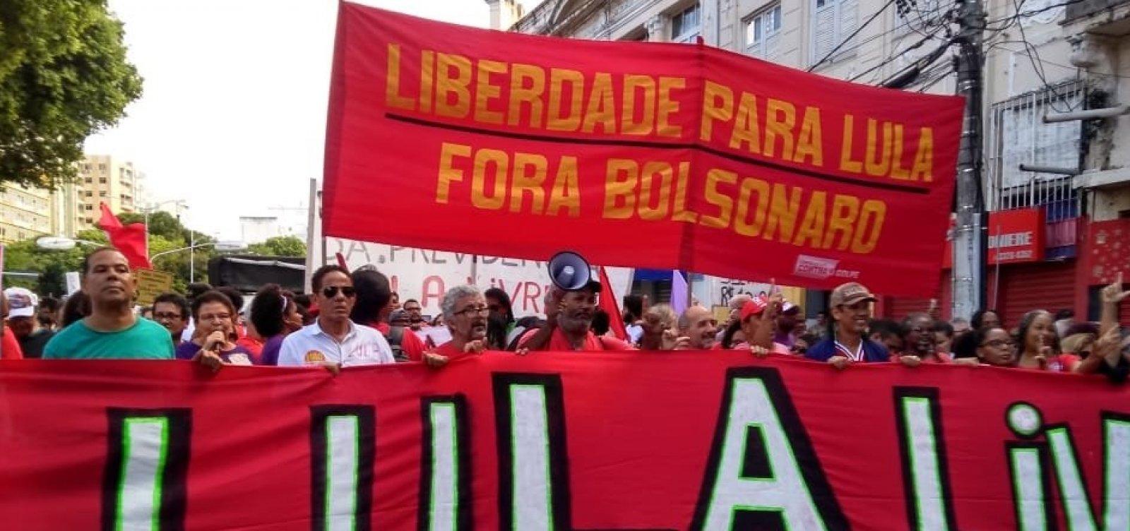Manifestantes fazem ato em defesa de Lula no Campo Grande