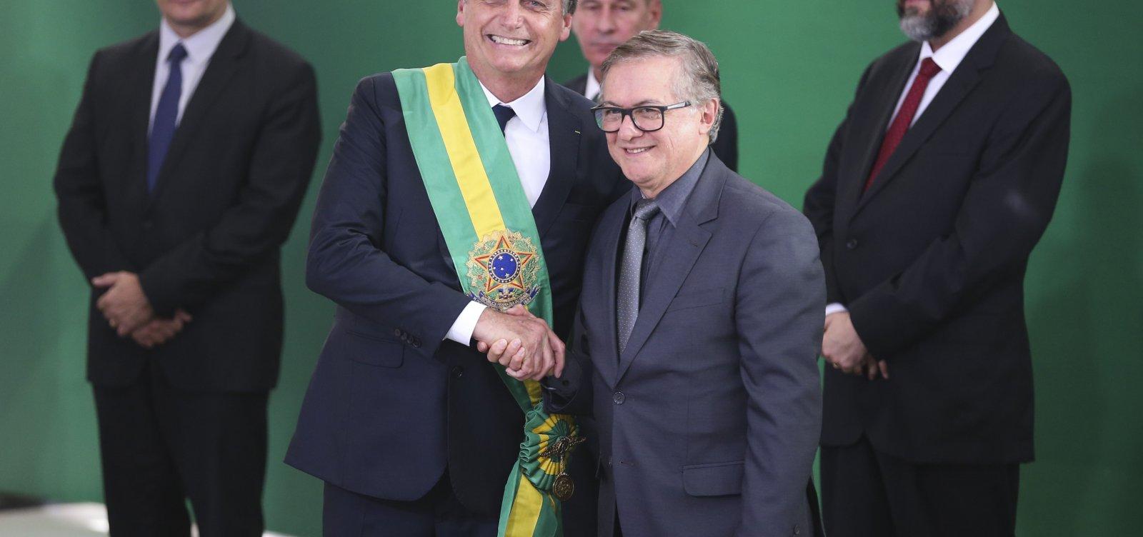 Governo gostaria que Vélez pedisse demissão do Ministério da Educação