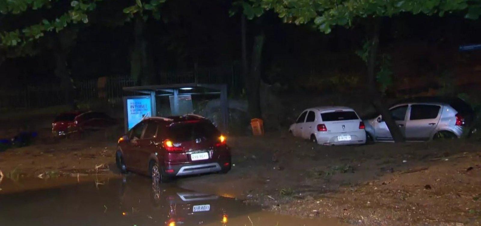 Temporal mata três pessoas no Rio de Janeiro