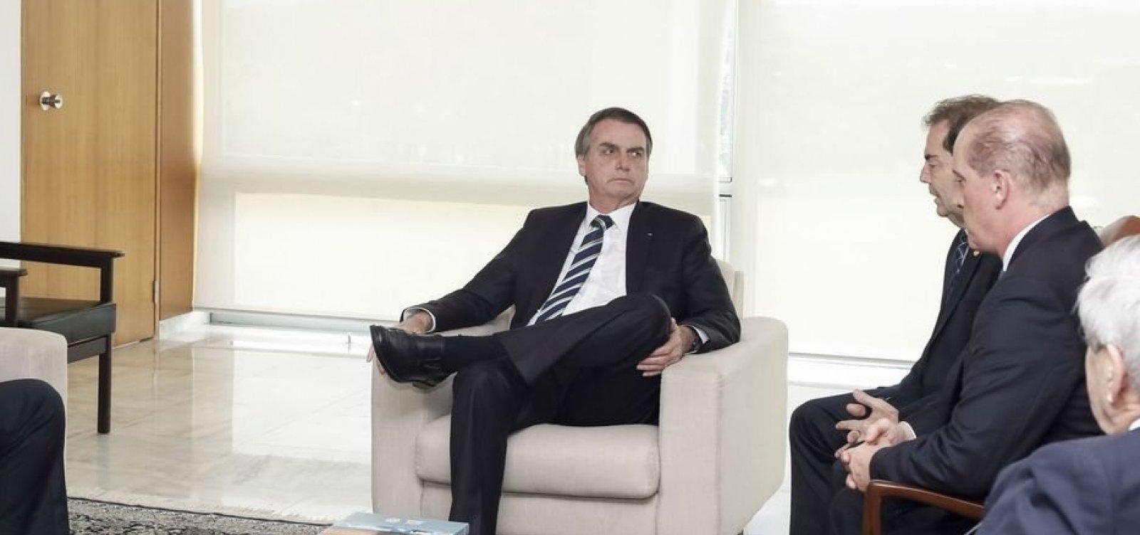 Bolsonaro diz que vai anunciar o 13º salário do Bolsa Família amanhã