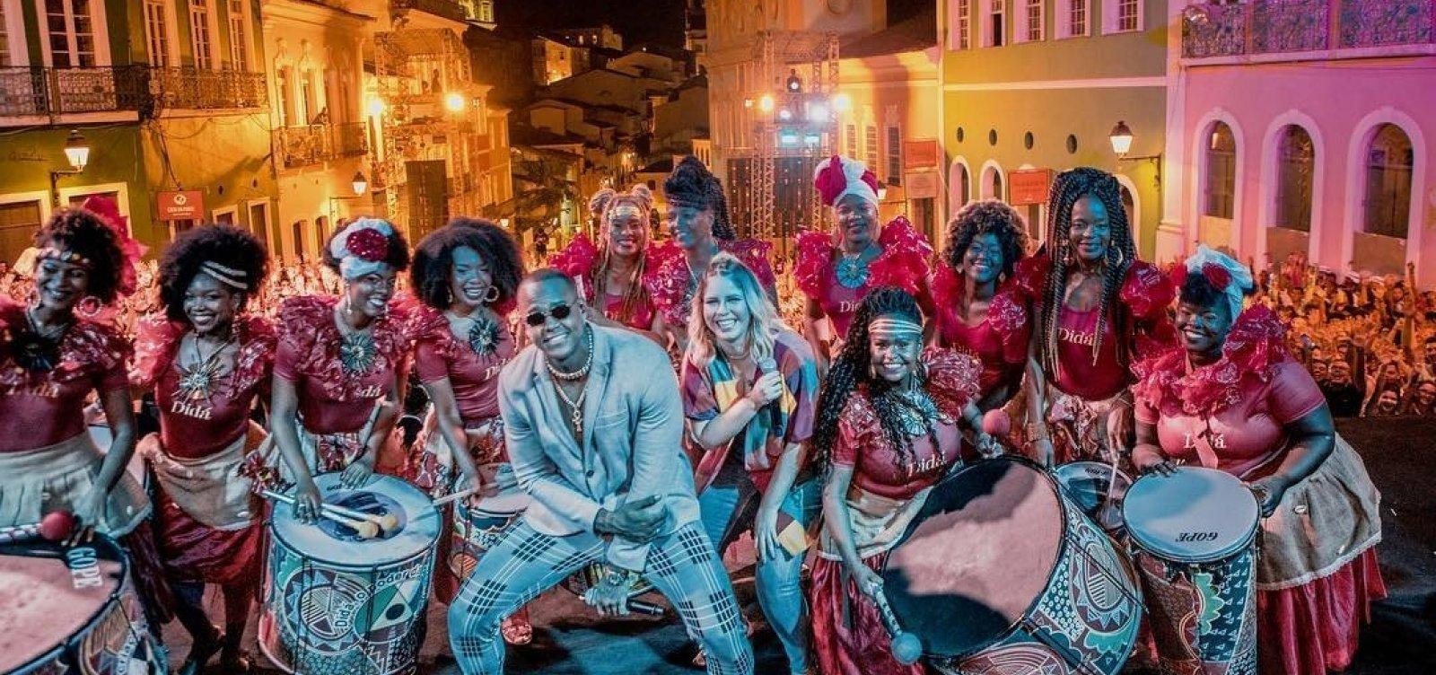 Marília Mendonça leva multidão ao Pelourinho em show 'surpresa'