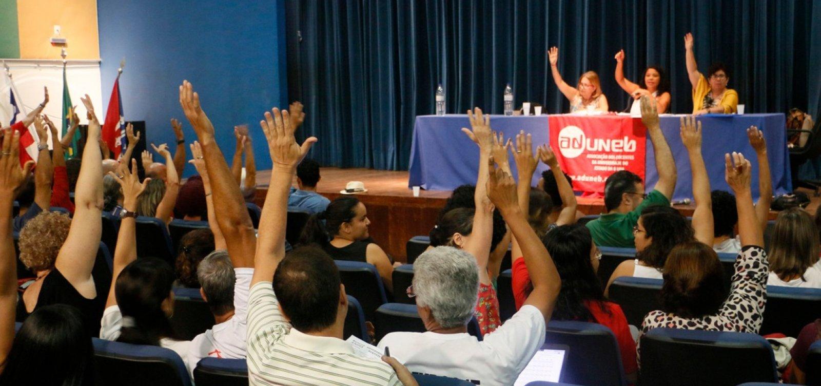 Professores da Uneb decidem pela continuidade da greve