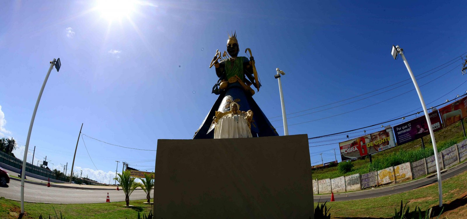 Homem posta vídeo criticando escultura de Mãe Stella; MP apura intolerância