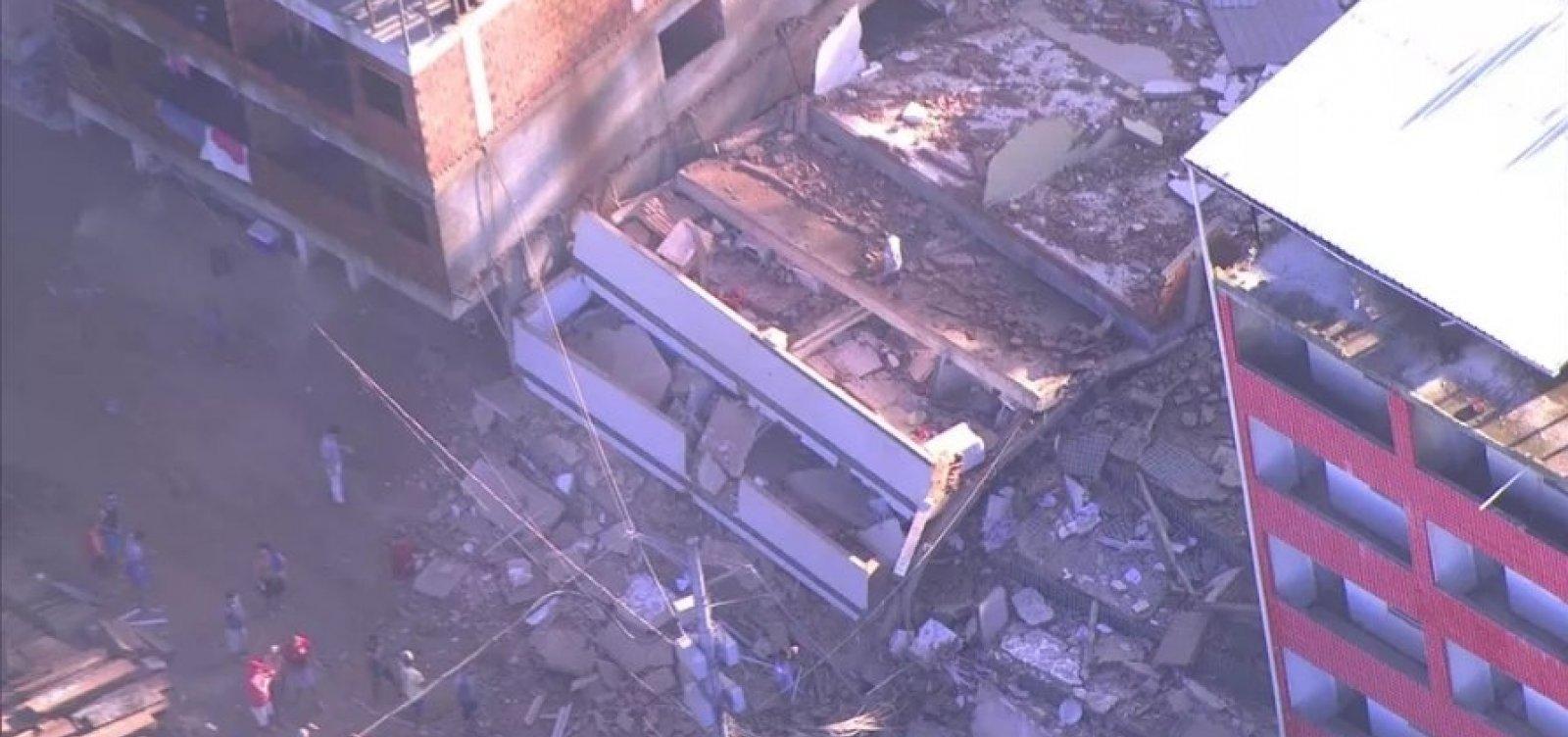 Dois prédios desabam em comunidade da Zona Oeste do RJ