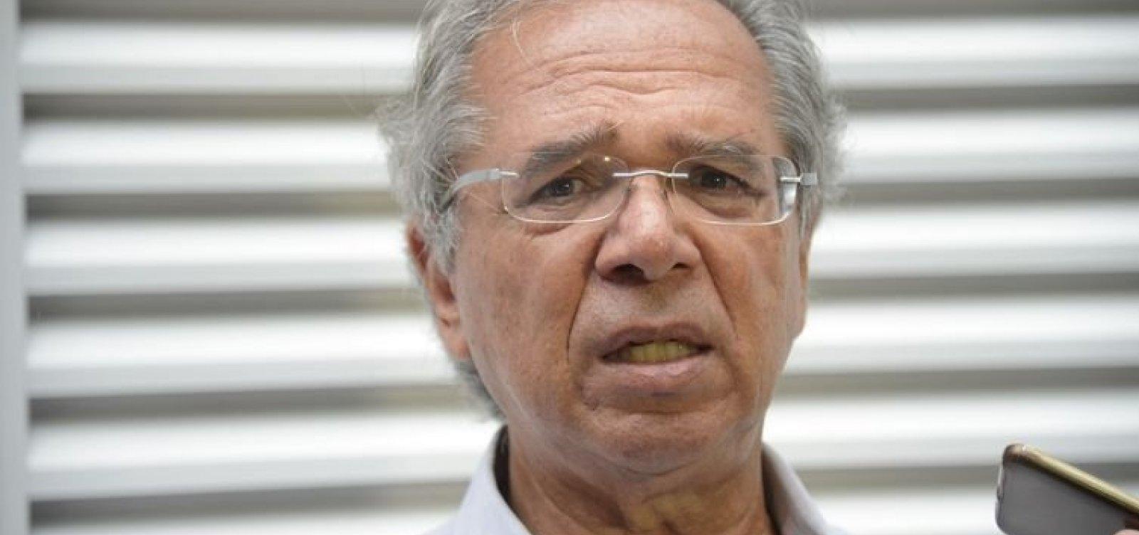 Após Bolsonaro interferir no reajuste do diesel, Guedes diz que 'uma conversa conserta tudo'