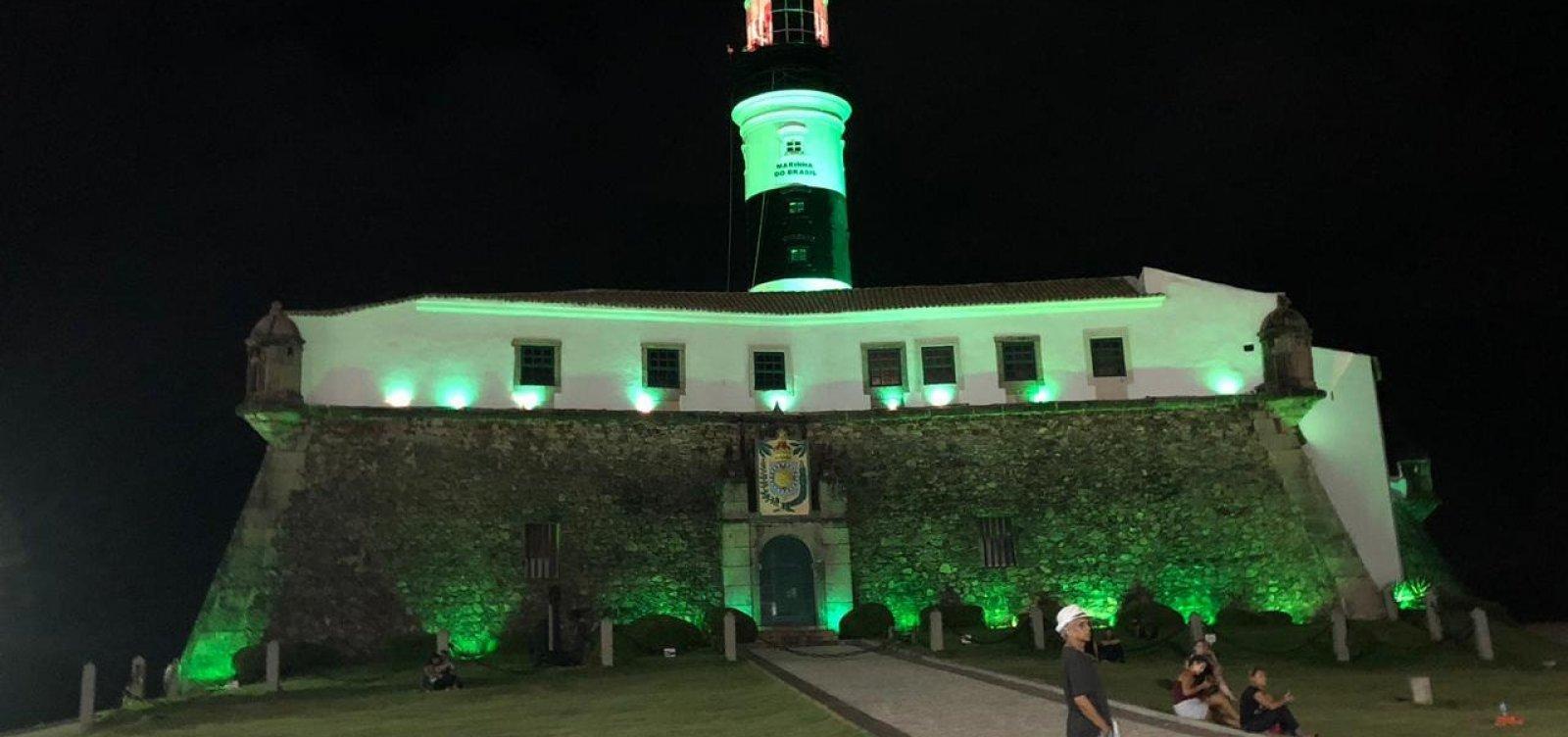 Farol da Barra ganha iluminação para Abril Verde