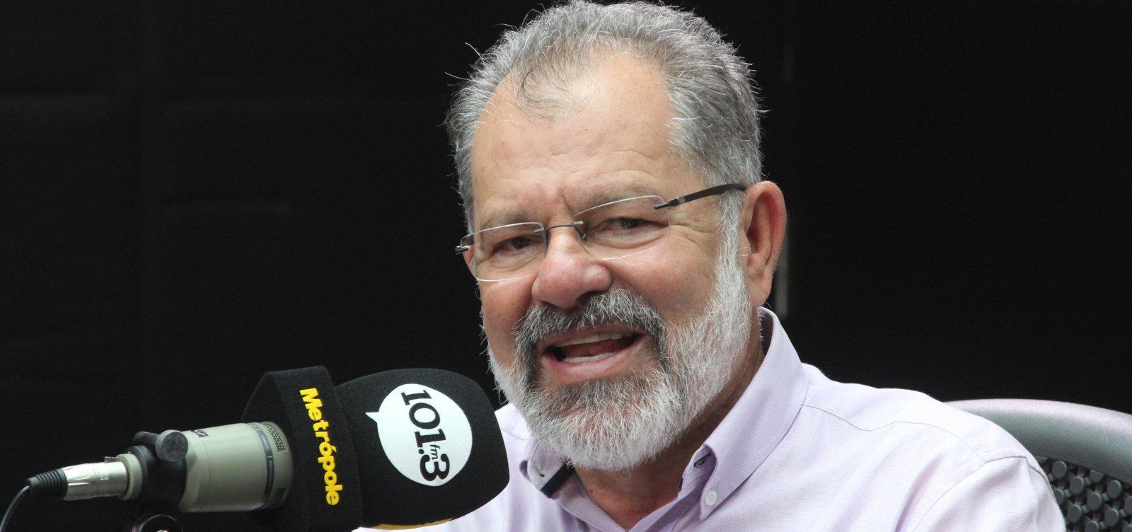 Nilo que diz que PT tem que 'passar o bastão' em 2022
