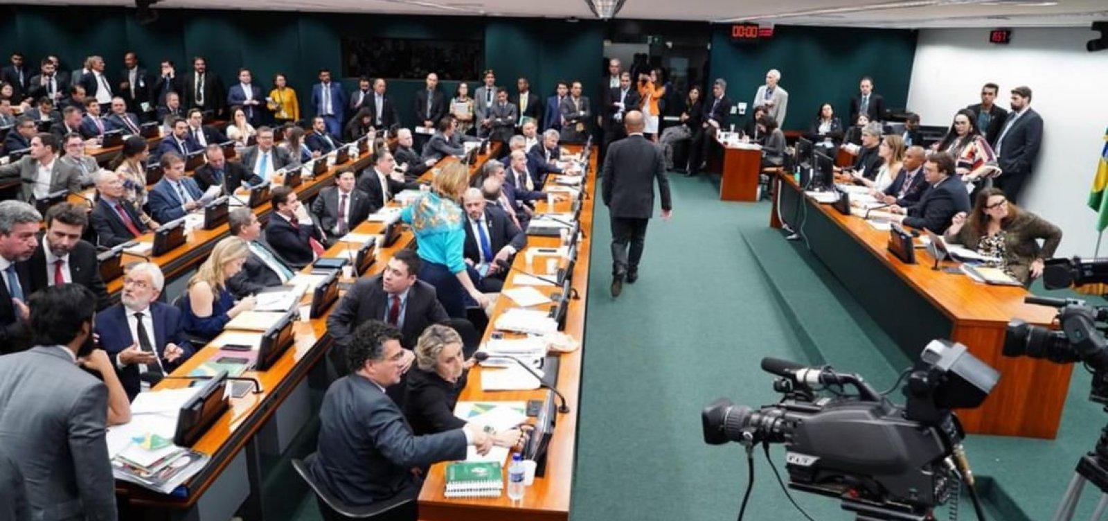 CCJ encerra sessão sobre Previdência após 12 horas; debate será retomado hoje